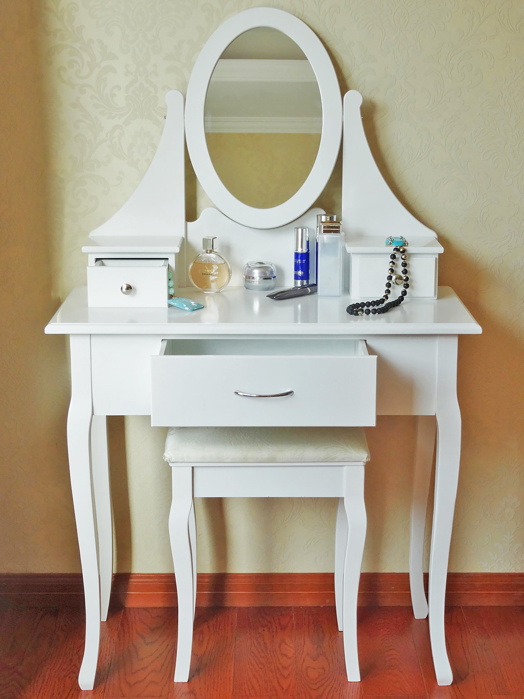 white dressing table makeup desk with stool 3 drawers. Black Bedroom Furniture Sets. Home Design Ideas